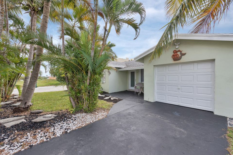 65 18th Avenue S, Lake Worth, FL 33460