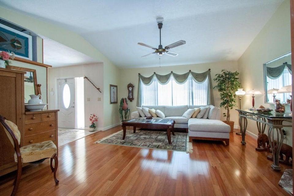17665 Oakwood Avenue, Boca Raton, FL 33487
