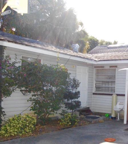 Dúplex por un Venta en 1129 Foster Road 1129 Foster Road West Palm Beach, Florida 33407 Estados Unidos