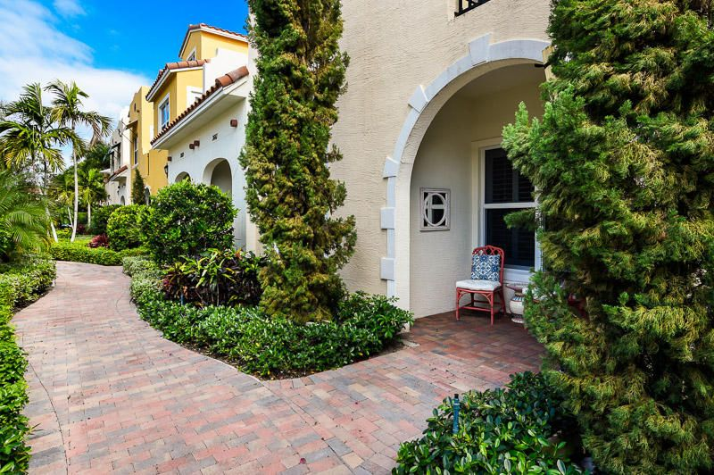 Townhouse for Sale at 3663 Vintage Way West Palm Beach, Florida 33405 United States