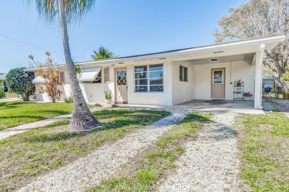 19026 SE Southgate Drive is listed as MLS Listing RX-10319040 with 17 pictures