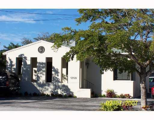 Oficinas por un Alquiler en 1209 N Olive Avenue 1209 N Olive Avenue West Palm Beach, Florida 33401 Estados Unidos