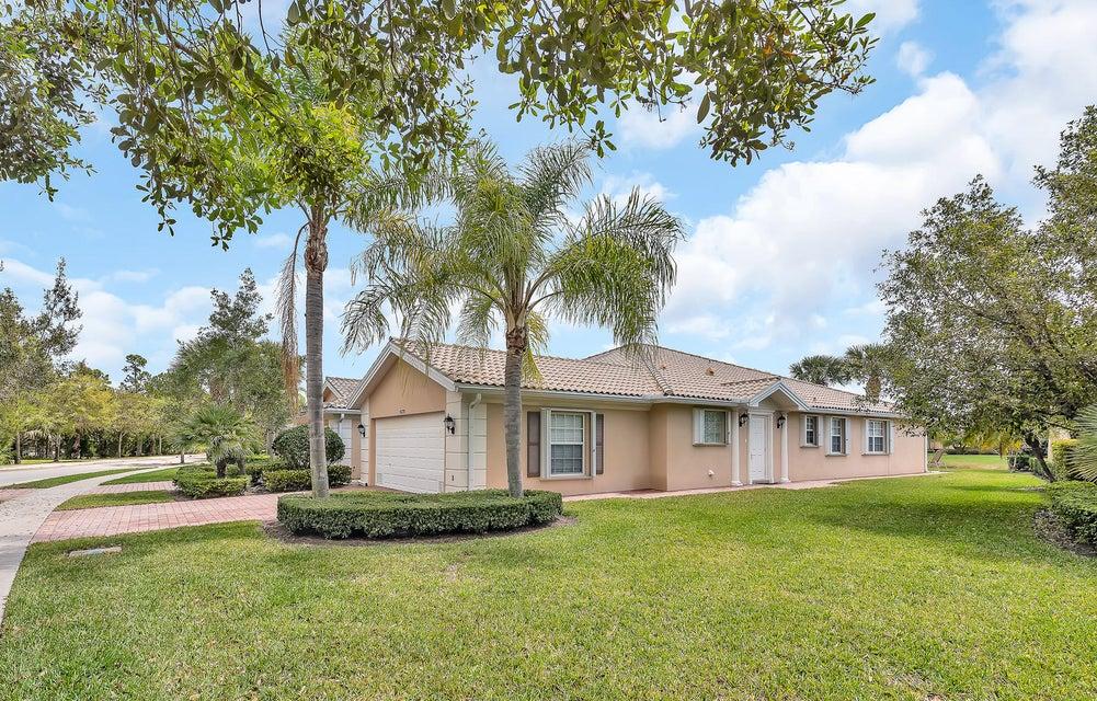 5079 Magnolia Bay Circle, Palm Beach Gardens, FL 33418