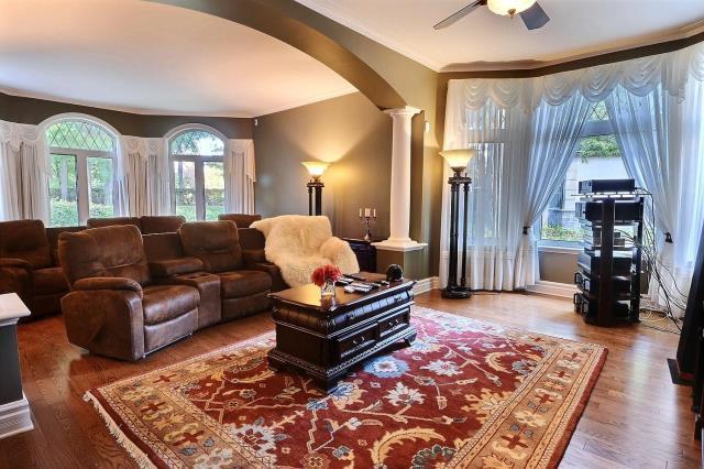 Additional photo for property listing at 219 Rue Les Erables Laval Canada 219 Rue Les Erables Laval Canada  Otras Áreas 00000 Estados Unidos