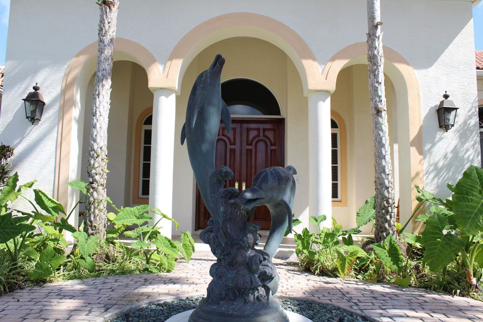 645 Atlantis Estates Way