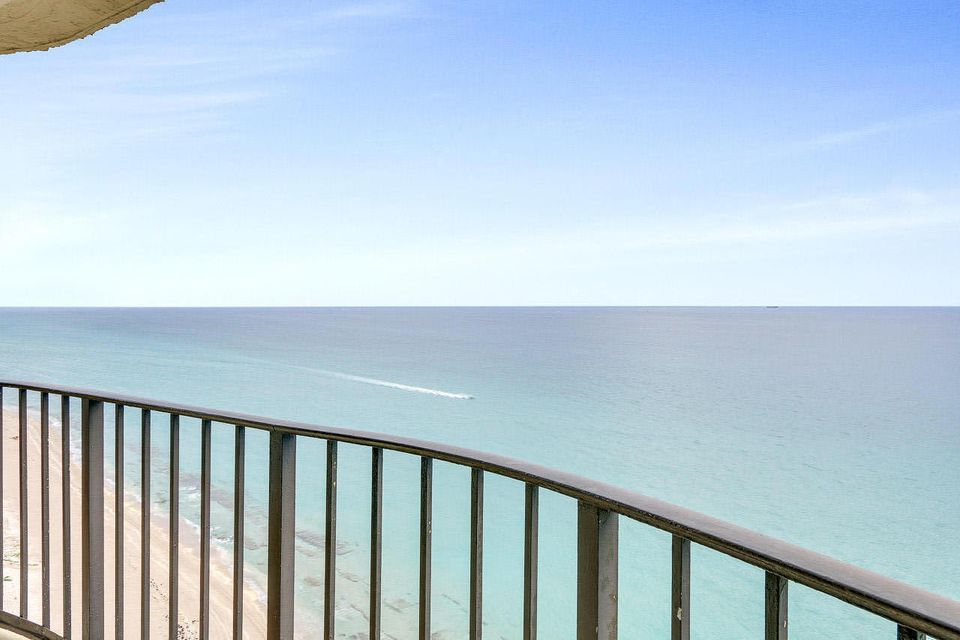 5420 N Ocean Drive 2001, Singer Island, FL 33404
