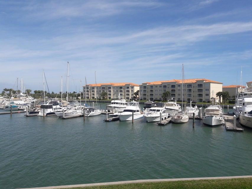 15 Harbour Isle Drive W 206, Hutchinson Island, FL 34949