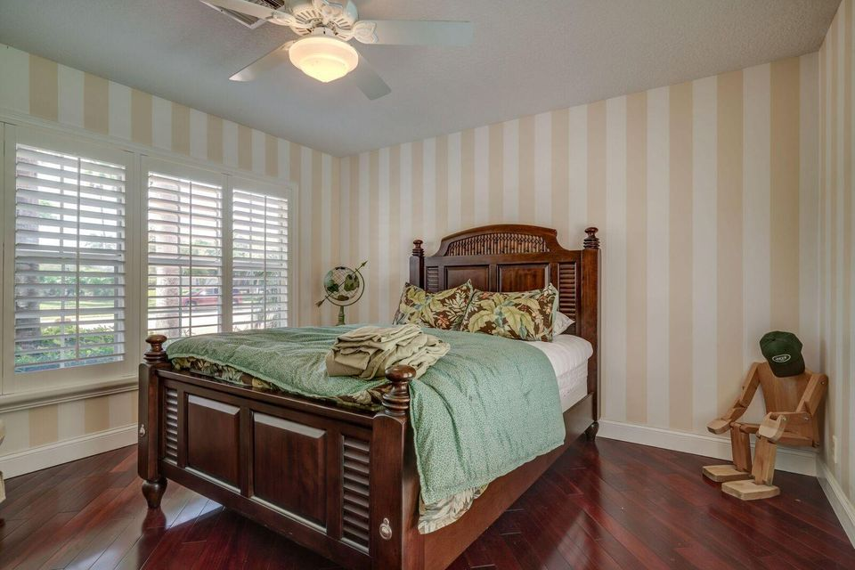 Large Guest House Bedroom