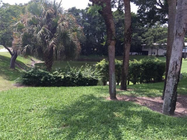 Additional photo for property listing at 18 Westgate Lane 18 Westgate Lane Boynton Beach, Florida 33436 Estados Unidos
