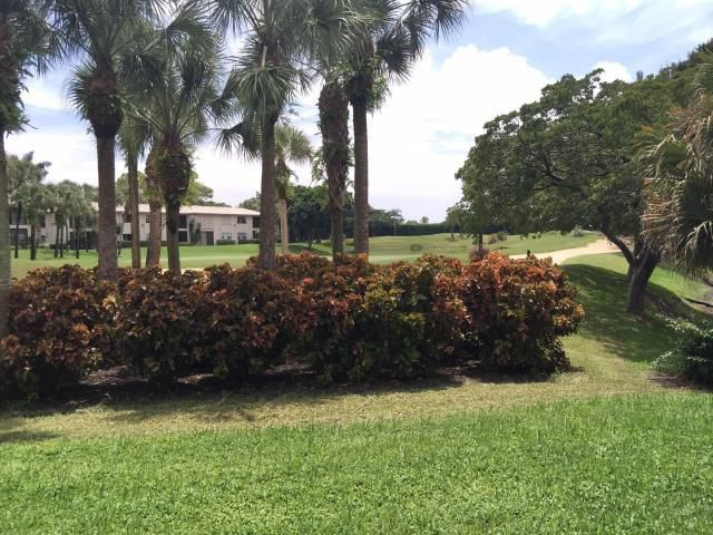 Additional photo for property listing at 18 Westgate Lane 18 Westgate Lane Boynton Beach, Florida 33436 Estados Unidos