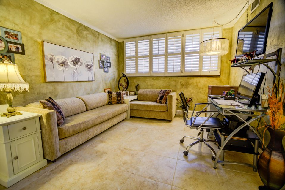 Additional photo for property listing at 911 Gardenia Drive 911 Gardenia Drive Delray Beach, Florida 33483 Estados Unidos