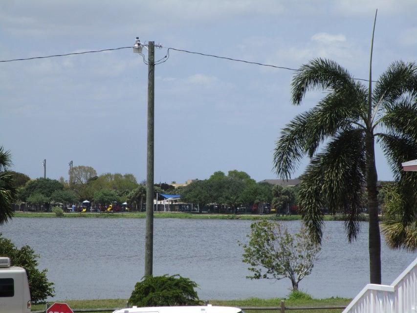 2304 Lake Osborne Drive 20, Lake Worth, FL 33461