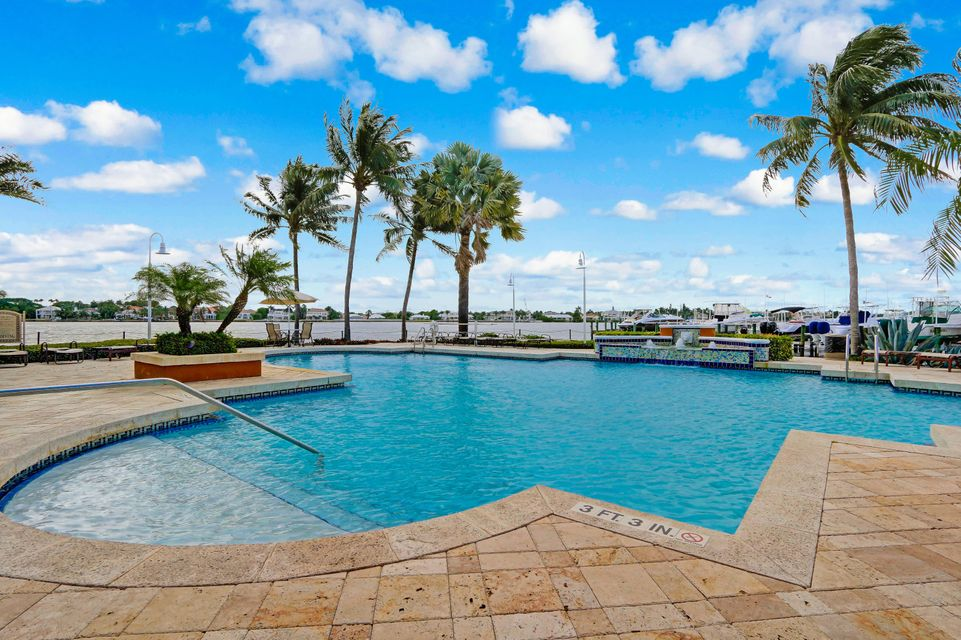 160 Yacht Club Way 101, Hypoluxo, FL 33462