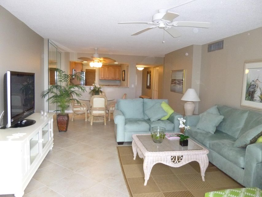 Additional photo for property listing at 145 S Ocean Avenue 145 S Ocean Avenue Palm Beach Shores, Florida 33404 United States