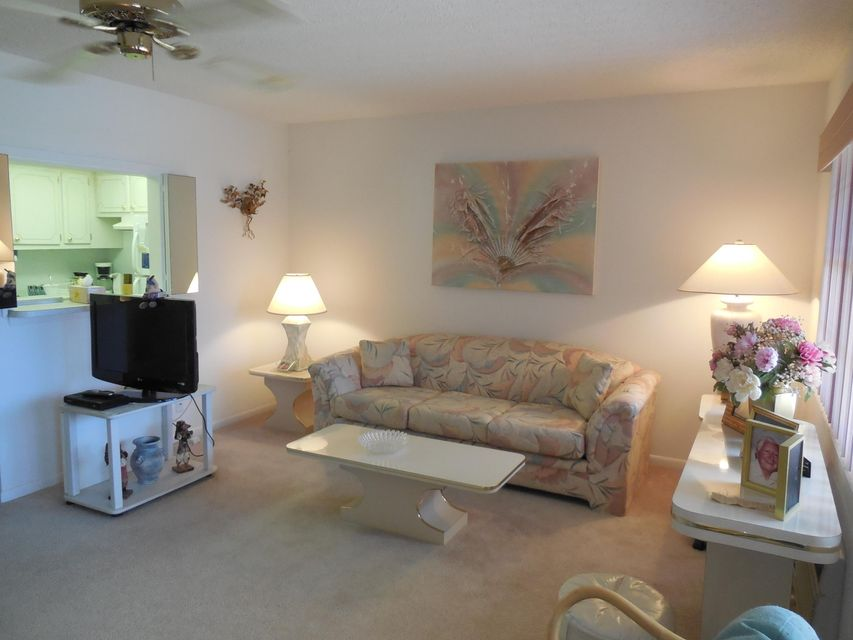 Additional photo for property listing at 142 Canterbury F 142 Canterbury F West Palm Beach, Florida 33417 Estados Unidos