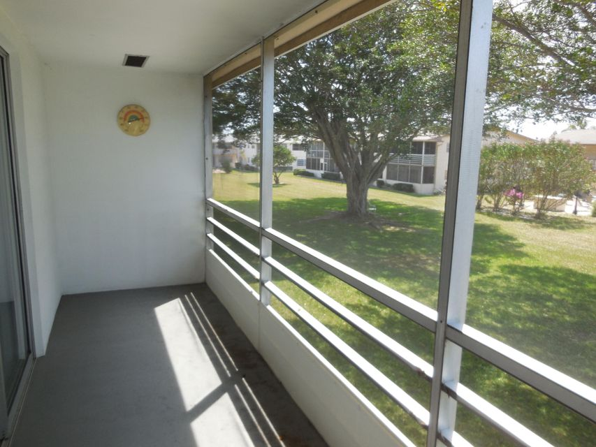 Additional photo for property listing at 142 Canterbury F 142 Canterbury F West Palm Beach, Florida 33417 United States