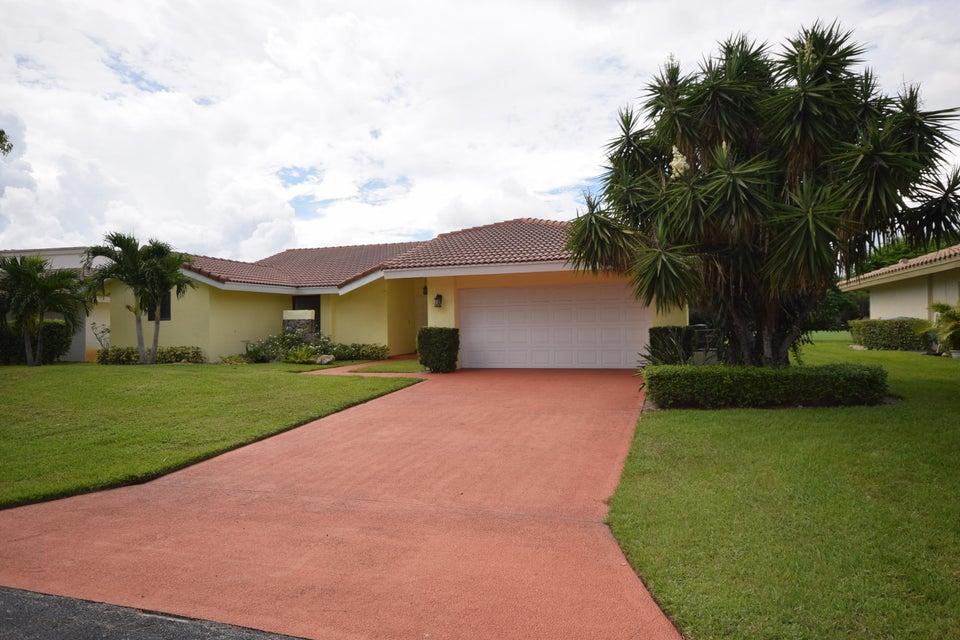 902 Foxpointe Circle, Delray Beach, FL 33445