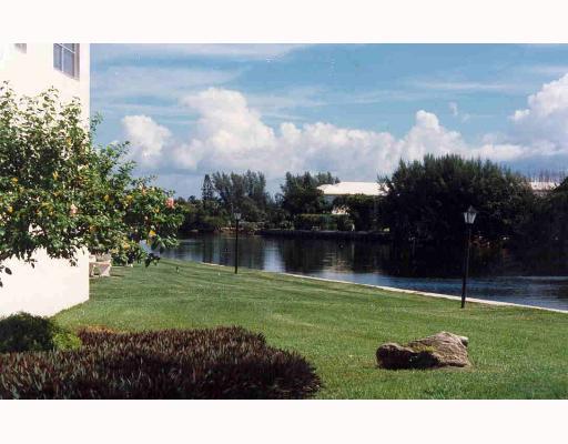 19 Colonial Club Drive 202, Boynton Beach, FL 33435