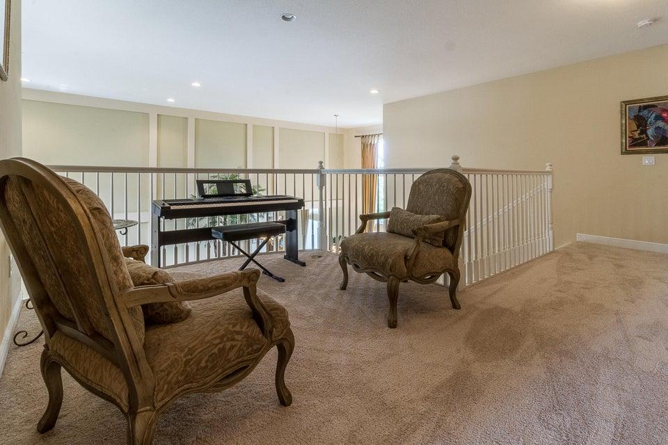 Loft-Upstairs Hallway