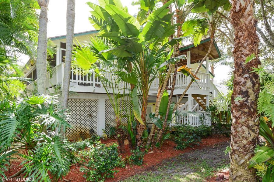 2356 S Shore Drive, Palm Beach Gardens, FL 33410
