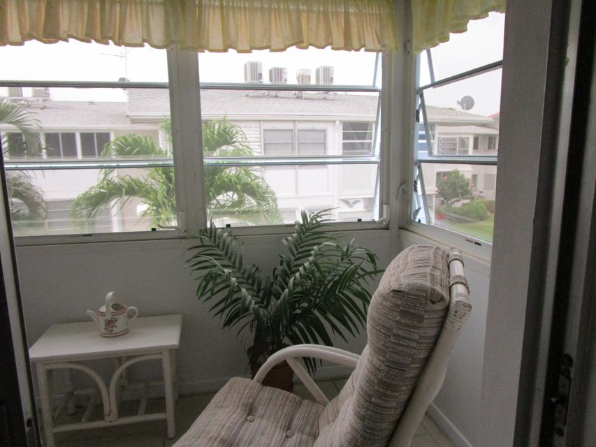 Additional photo for property listing at 2204 Lake Osborne Drive 2204 Lake Osborne Drive Lake Worth, Florida 33461 Estados Unidos