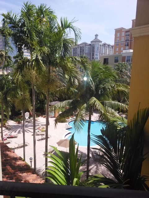 Co-op / Condo للـ Sale في 720 S Sapodilla Avenue 720 S Sapodilla Avenue West Palm Beach, Florida 33401 United States