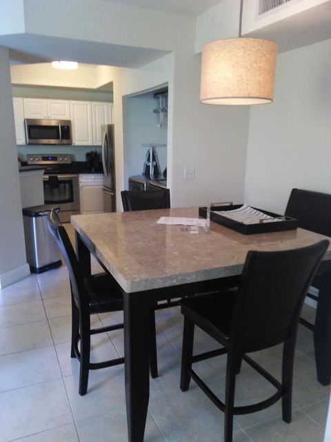 Additional photo for property listing at 720 S Sapodilla Avenue 720 S Sapodilla Avenue West Palm Beach, Florida 33401 United States
