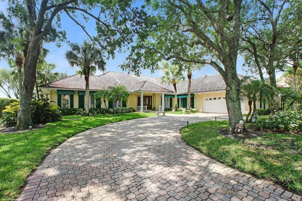 Real Estate with pond in Palm Beach Gardens