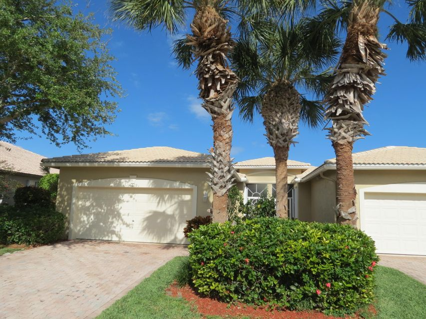 10609 Royal Caribbean Circle, Boynton Beach, FL 33437