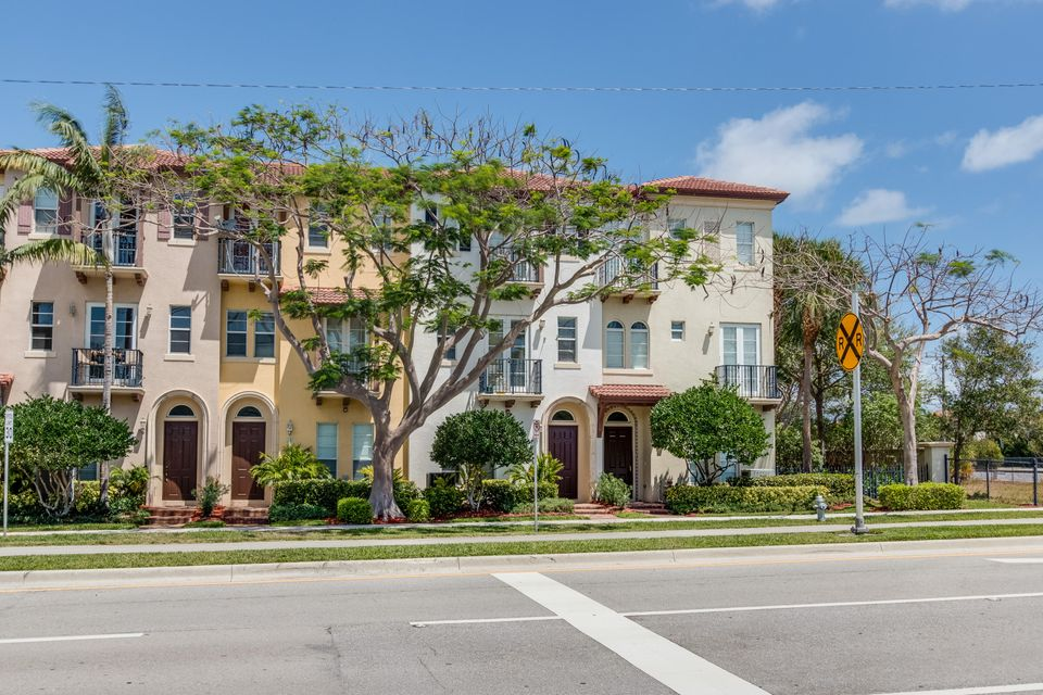 Townhouse for Sale at 16 Via Floresta Drive Boca Raton, Florida 33487 United States