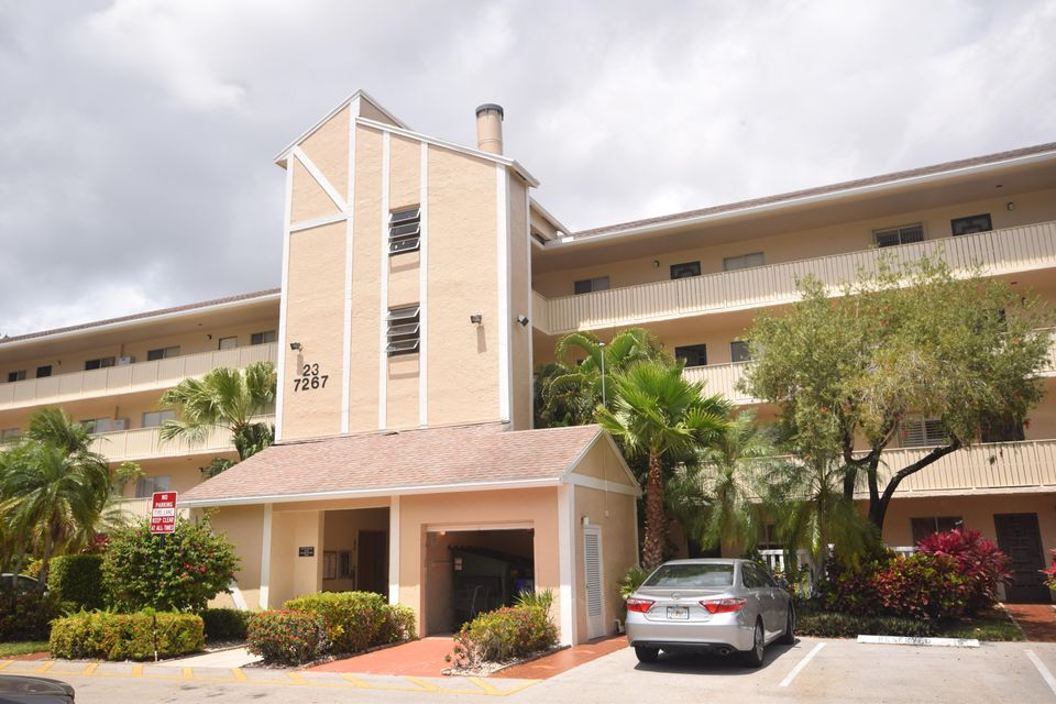 Co-op / Condominio por un Venta en 7267 Huntington Lane 7267 Huntington Lane Delray Beach, Florida 33446 Estados Unidos