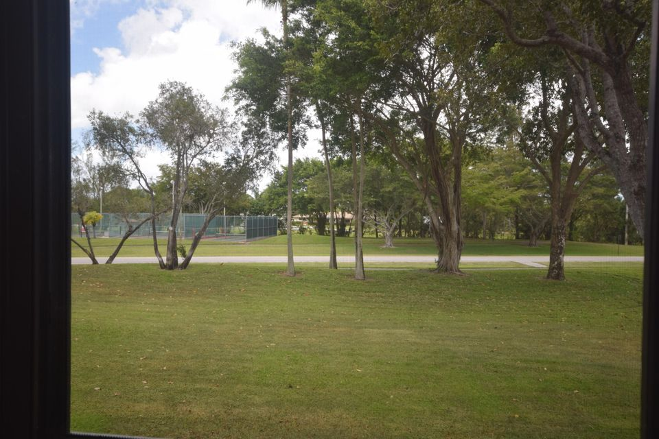 Additional photo for property listing at 7267 Huntington Lane  Delray Beach, Florida 33446 United States