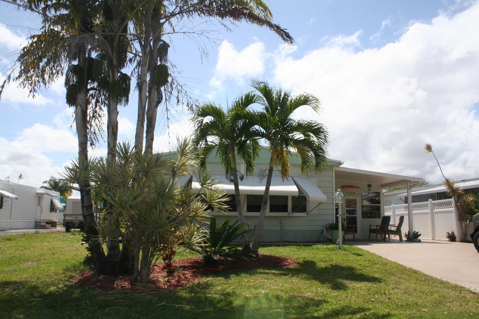 7756 SE Wren Avenue, Hobe Sound, FL 33455