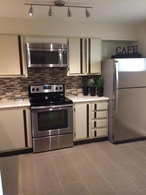 合作社 / 公寓 为 销售 在 3920 Inverrary Boulevard 3920 Inverrary Boulevard Lauderhill, 佛罗里达州 33319 美国