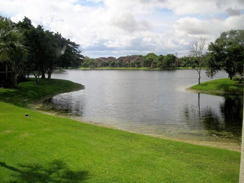 5400 Cedar Lake Drive 202, Boynton Beach, FL 33437