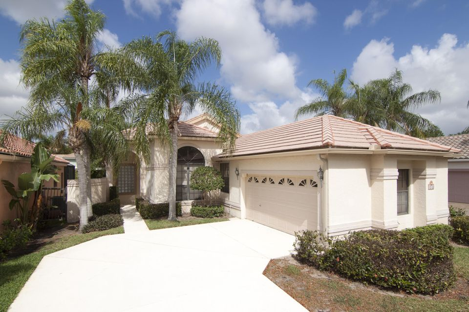 10133 Lexington Circle N, Boynton Beach, FL 33436