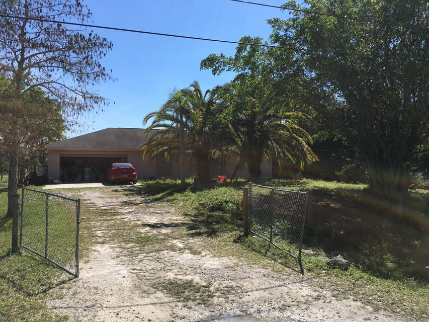 Nice 4/2 in Loxahatchee with over an acre of land. Needs some TLC.