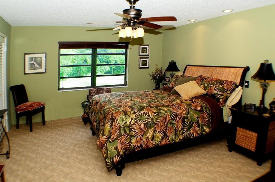 9Master Bedroom2