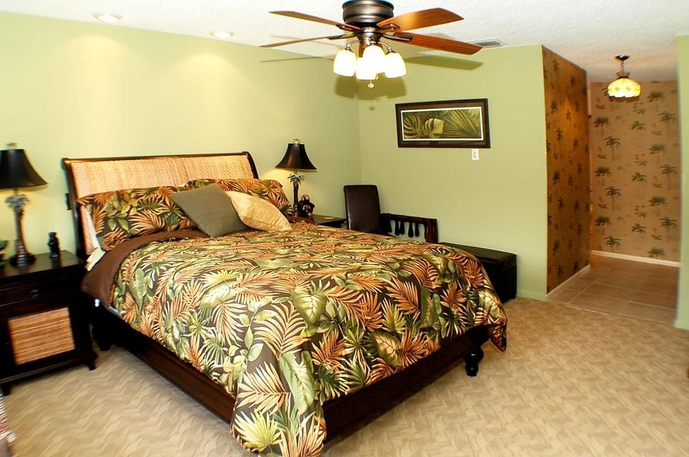 12Master Bedroom3