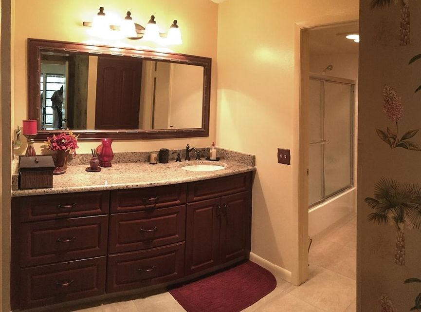 13Master Bathroom