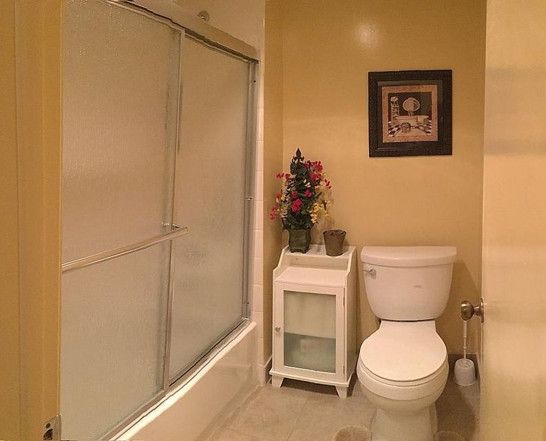 15Master Bathroom2