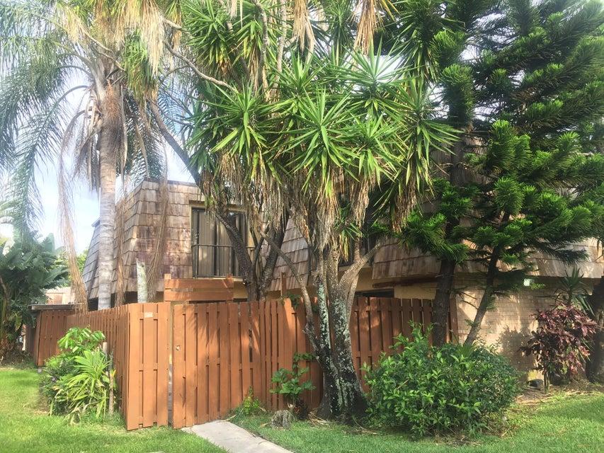 794 Springdale Circle 79-D, Palm Springs, FL 33461