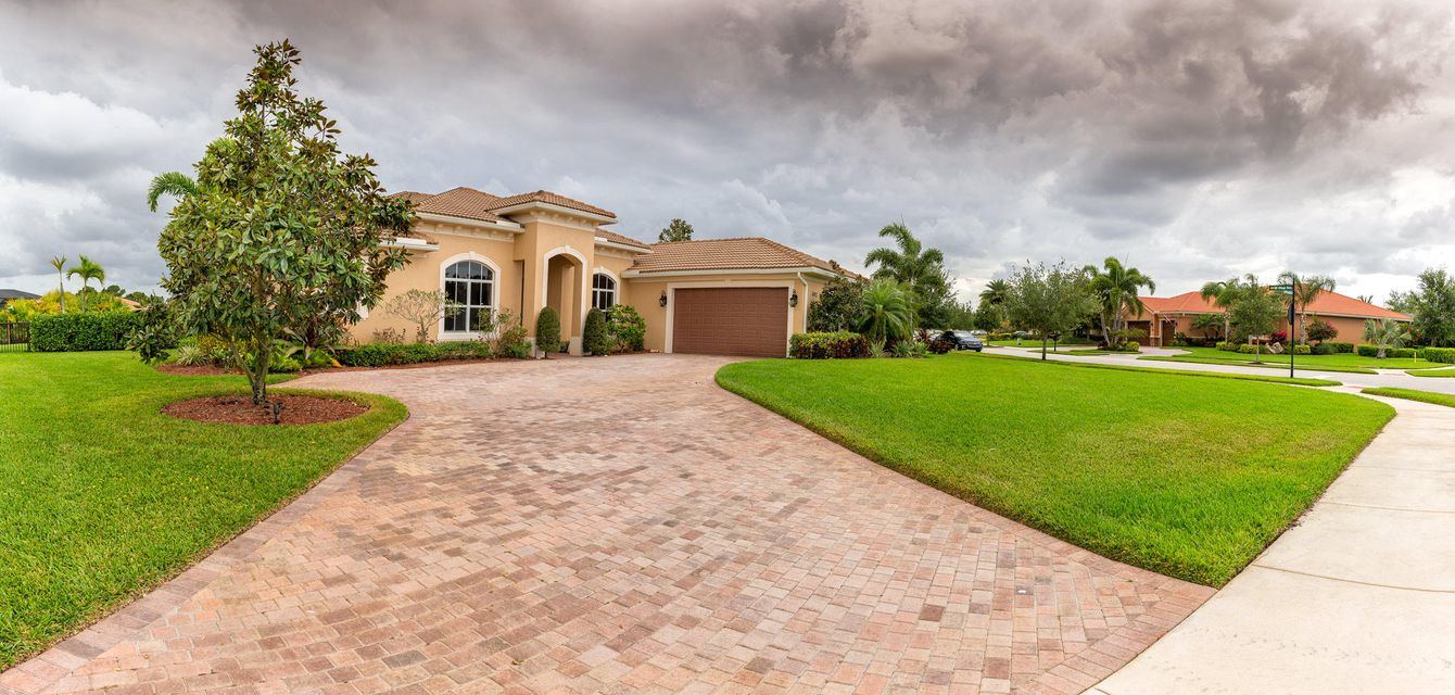 Single Family Home for Sale at 1012 SE Tres Belle Circle Stuart, Florida 34997 United States