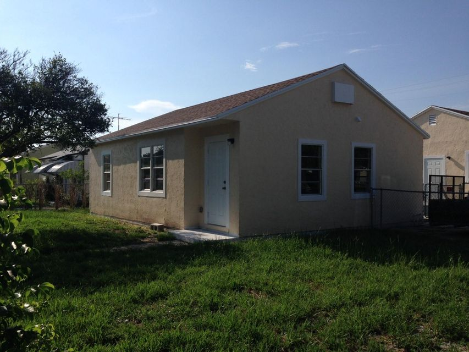 Duplex pour l Vente à 5014 Pinewood Avenue 5014 Pinewood Avenue West Palm Beach, Florida 33407 États-Unis