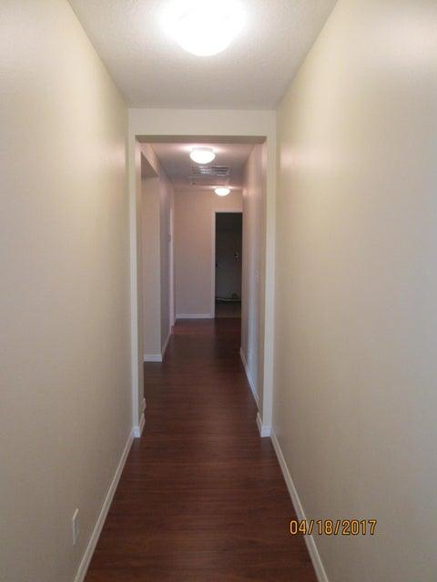 1082 Sw Janette Avenue