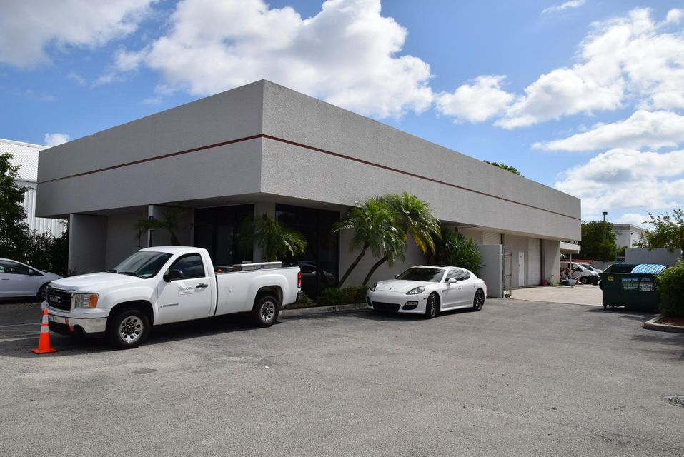 Oficinas por un Alquiler en 1750 N Florida Mango Road 1750 N Florida Mango Road West Palm Beach, Florida 33409 Estados Unidos
