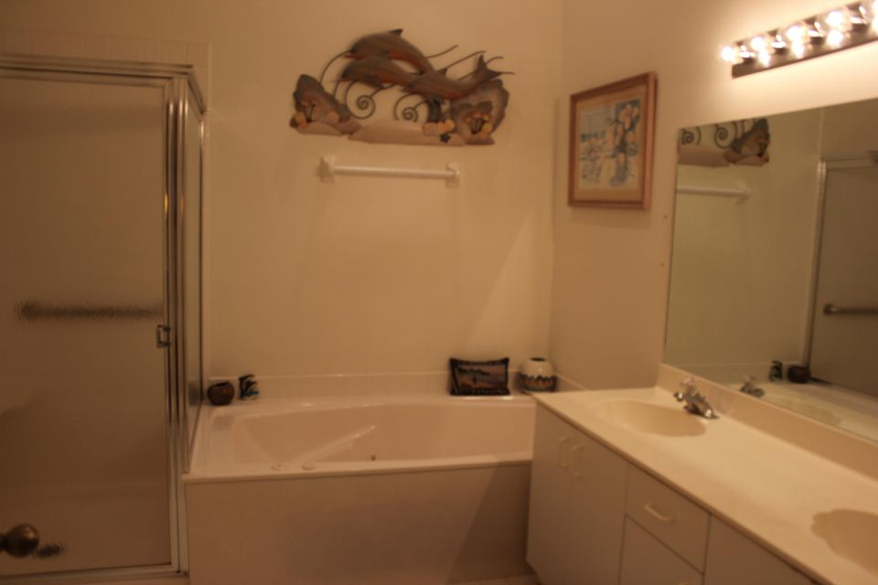 Additional photo for property listing at 10023 53rd Way S 10023 53rd Way S Boynton Beach, Florida 33437 United States