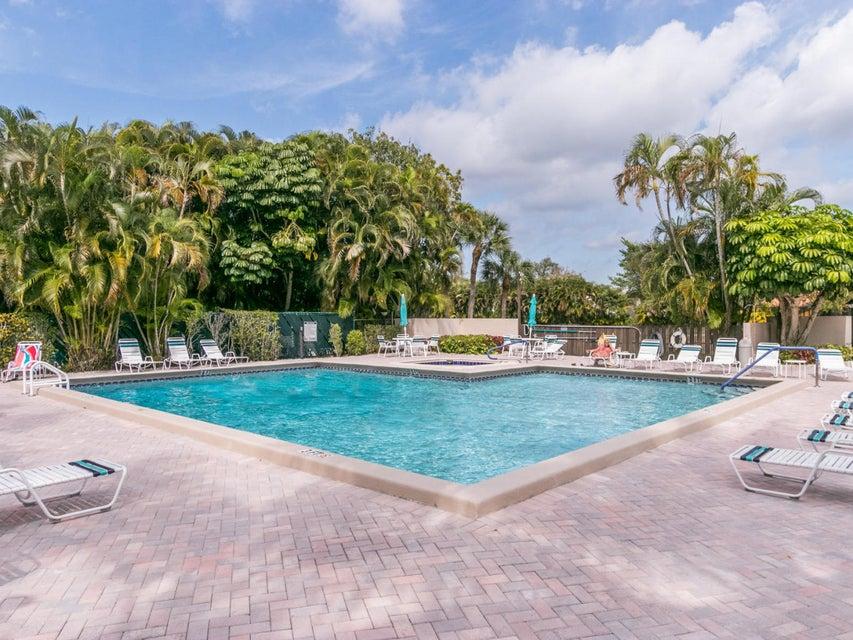 Boca lago Pool