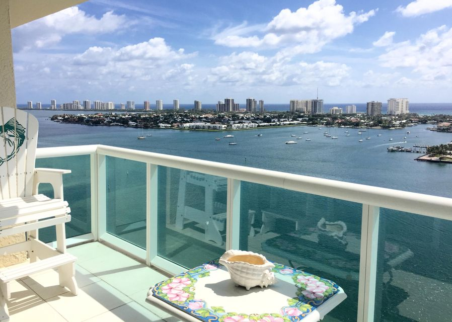 Konsum / Eigentumswohnung für Mieten beim 2640 Lake Shore Drive 2640 Lake Shore Drive Riviera Beach, Florida 33404 Vereinigte Staaten