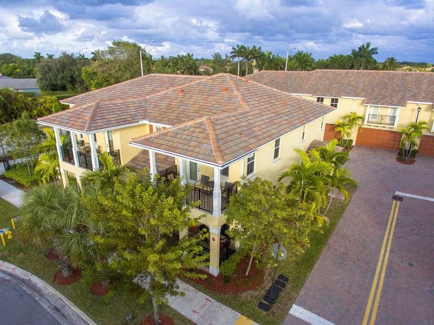 4792 Monarch Way, Coconut Creek, FL 33073